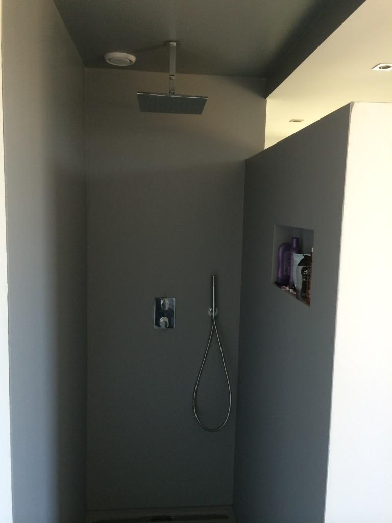 Badkamer gladde coating - Stucadoorsbedrijf Luschen